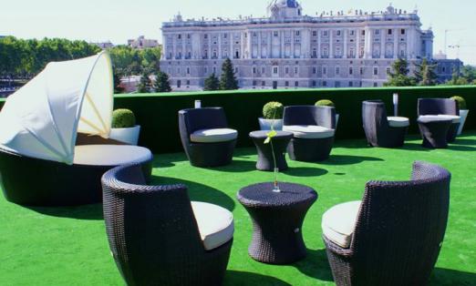 Terraza solarium apartosuites jardines de sabatini for Jardines sabatini conciertos